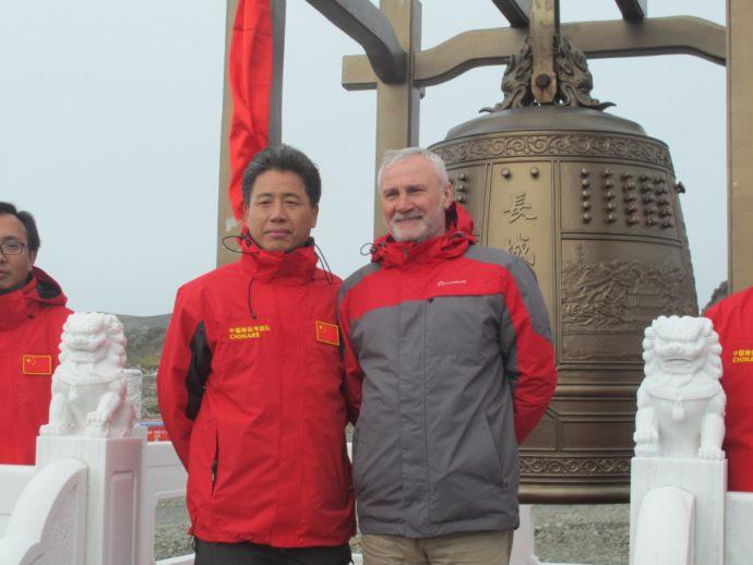 С начальником китайской станции