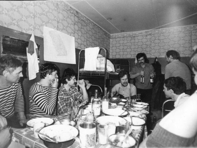 Перед высадкой на станцию СП-29 1987 год остров Средний (2)