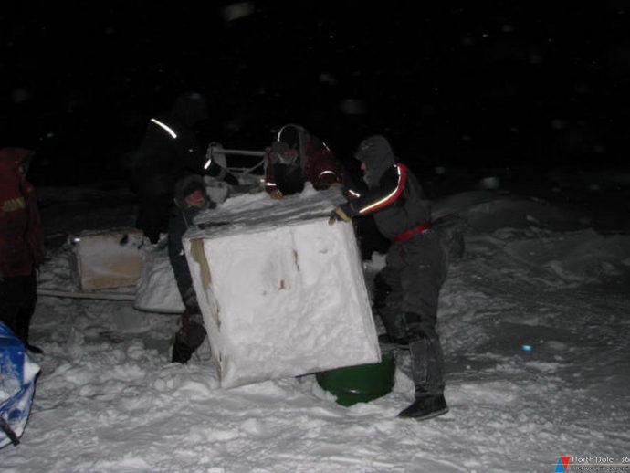 Вахта в полярной ночи – перевозим имущество подальше от свежей трещины