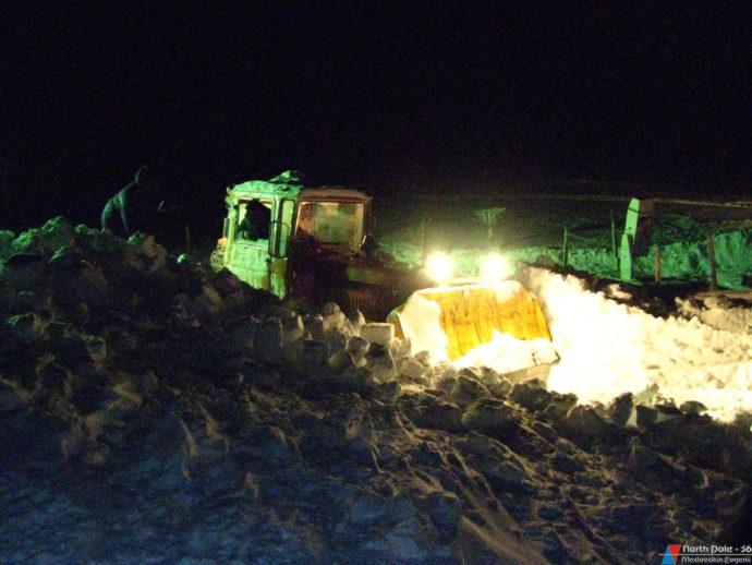 Расчистка от избыточного снега у жилых балков
