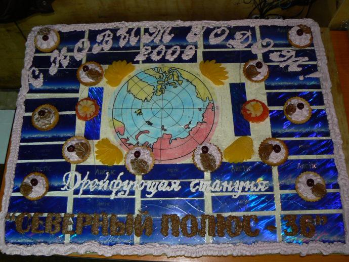 Украшение новогоднего стола – торт весом 14 кг