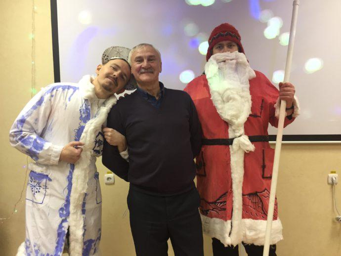 http://churun.ru/wp-content/uploads/2019/01/vot-takie-oni-barencburgskie-Ded-Moroz-i-Snegurka-e1546605177847-690x518.jpg